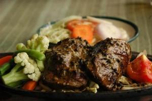 adia-2007-07-23-dsc-1731-juicy-pepper-beef-steak-with-vegetables-nepal-pokhara-cringelcom
